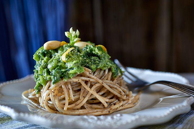 spaghetti-di-pizzocchero-al-pesto-di-borraggine