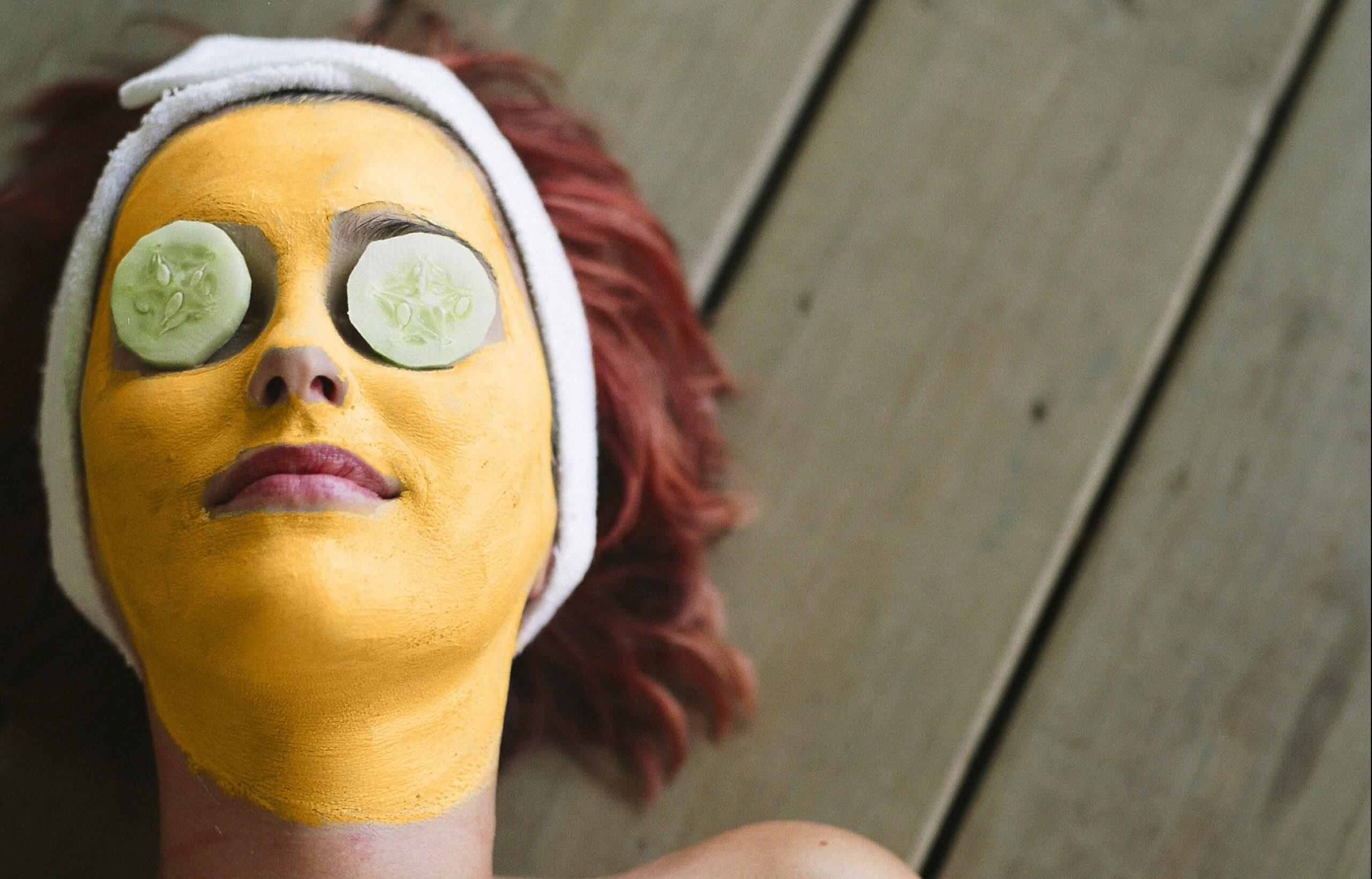 Come rimuovere i peli del viso con la curcuma