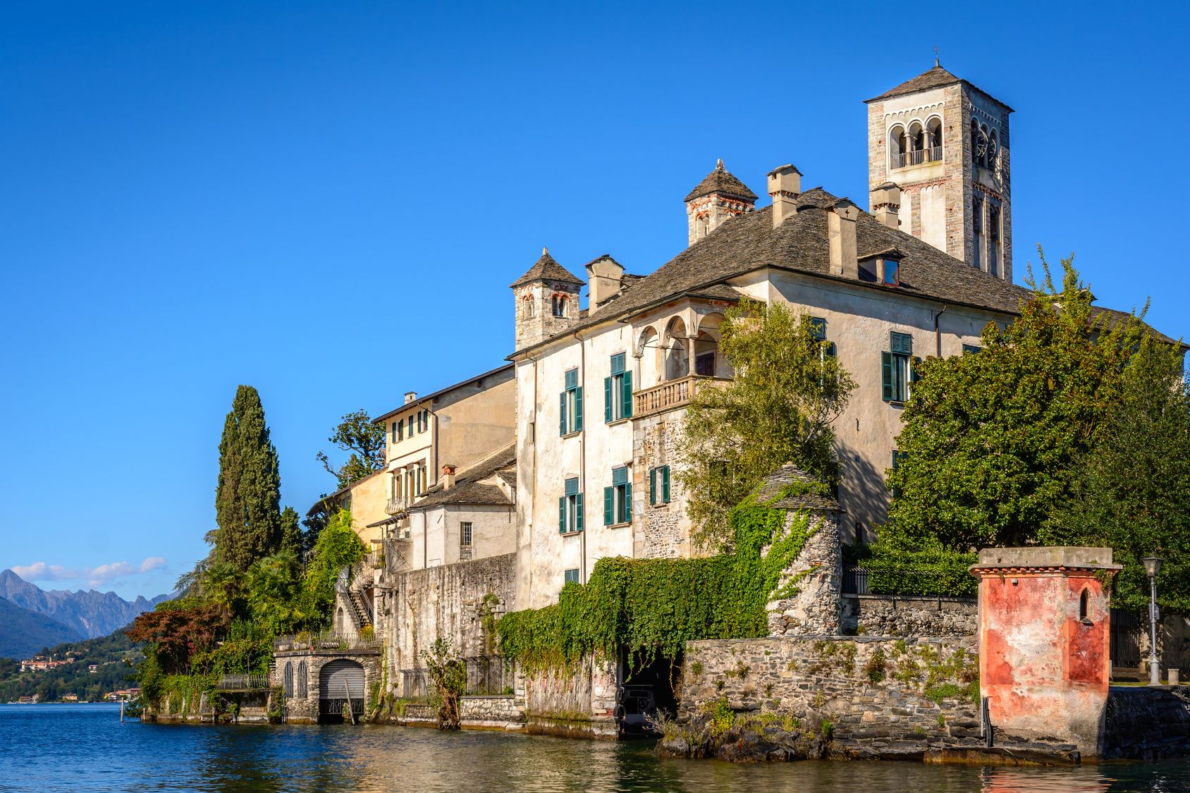 Lake Orta is known as the most romantic lake in Italy. located in Piedmont in northern Italy a few miles away from the largest and most famous lake Maggiore. In the middle of the lake there is the beautiful island of San Giulio.