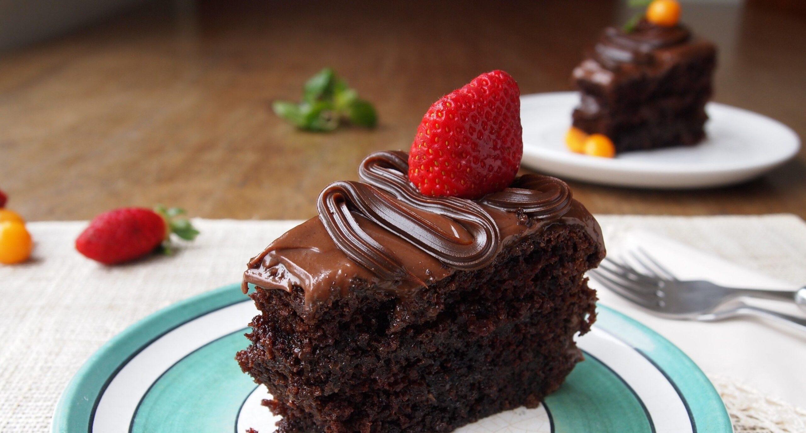 Buone notizie: mangiare una fetta di torta al ciccolato la mattina fa bene