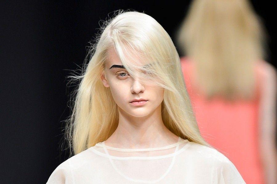 Se è possibile togliere macchie scure su una faccia