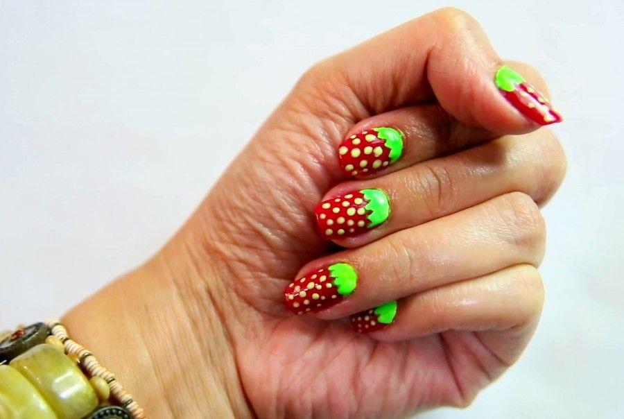 Per coprire la ricrescita o piccoli difetti create dei disegni sulle unghie