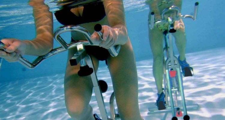 Perch l 39 hydrobike fa dimagrire bigodino - Calzini per piscina ...