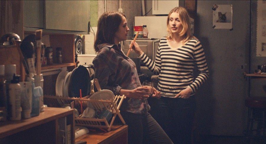 Lola Kirke (Tracy) e Greta Gerwig (Brooke) in Mistress America