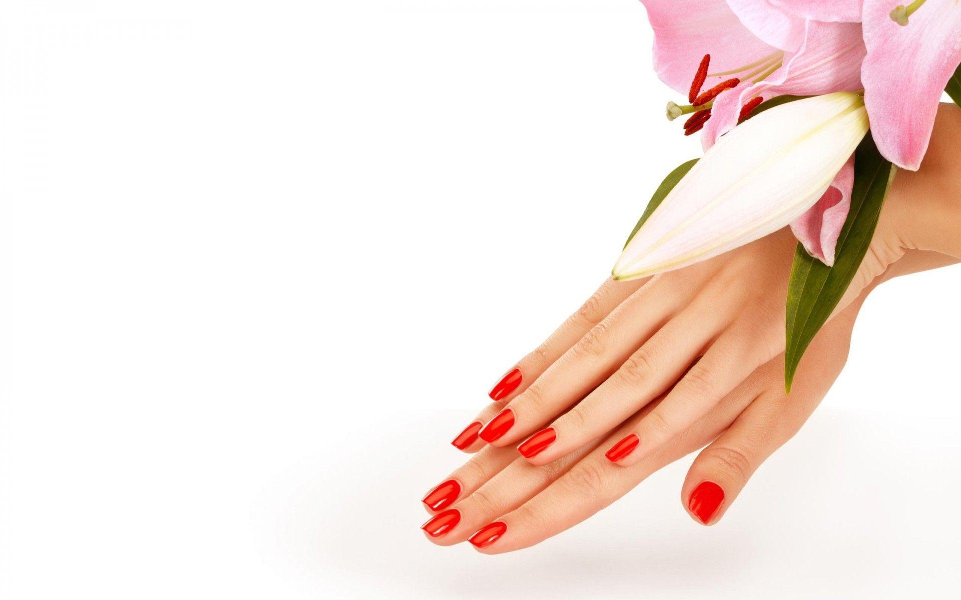 Ispirazioni floreali per la tua manicure