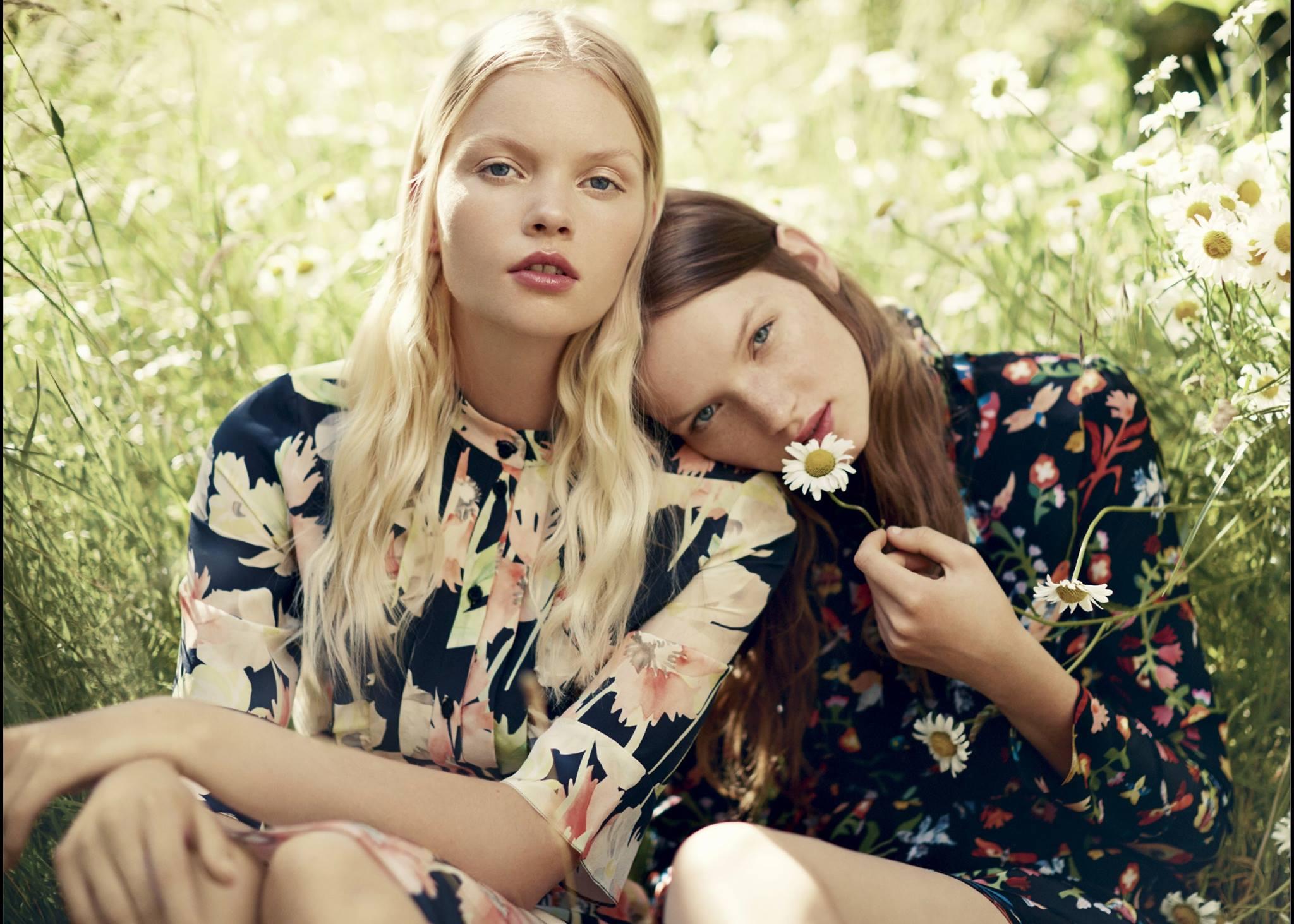 10 outfit con magliette e canottiere floreali da ricopiare