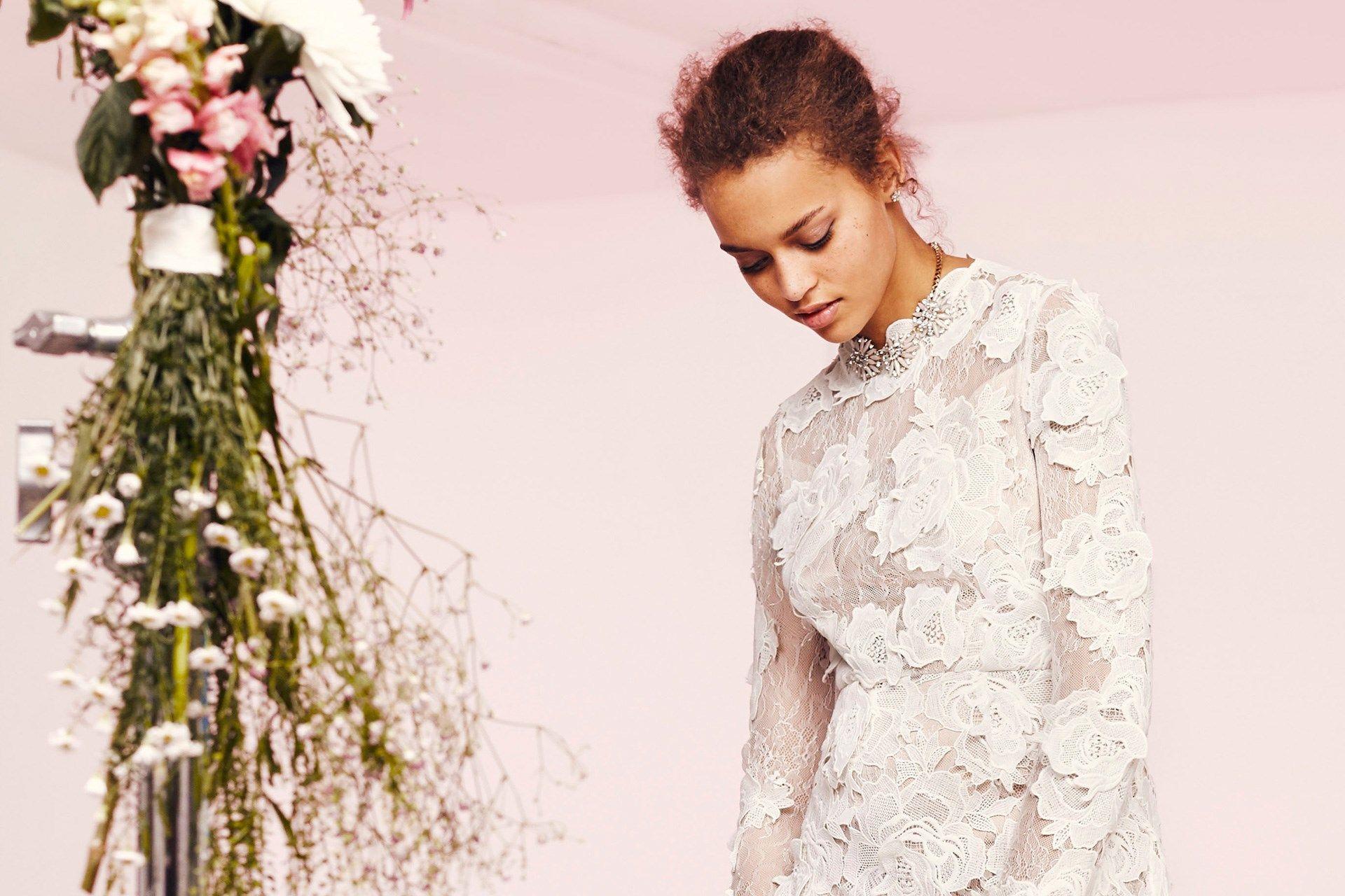 ASOS Bridal  arriva la prima collezione da sposa low cost  598d5cddd96