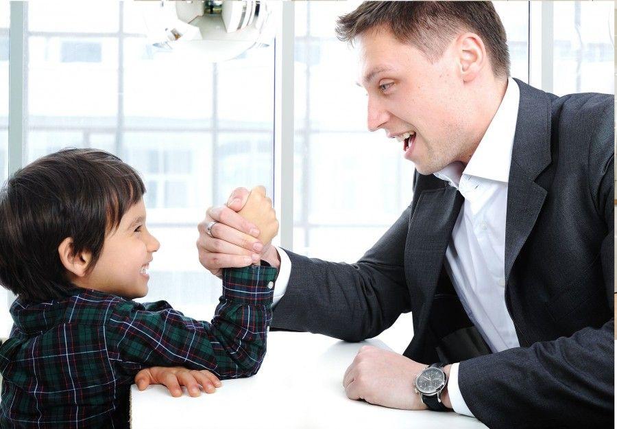 ...con il papà è lotta eterna, ma quanto è bella...