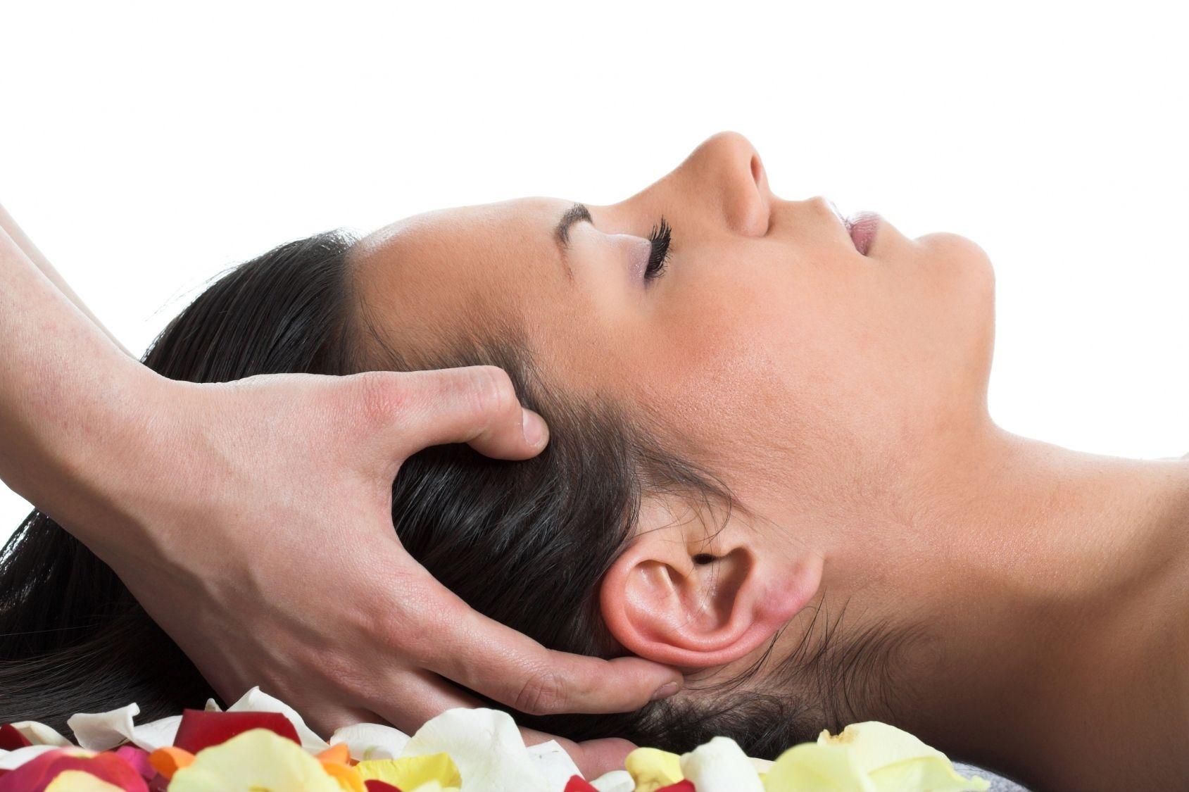 Il massaggio al cuoio capelluto fa bene
