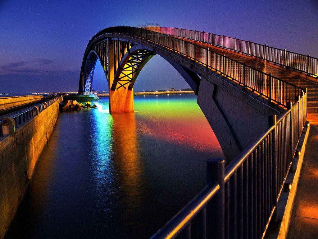 Le luci colorano anche le acque!