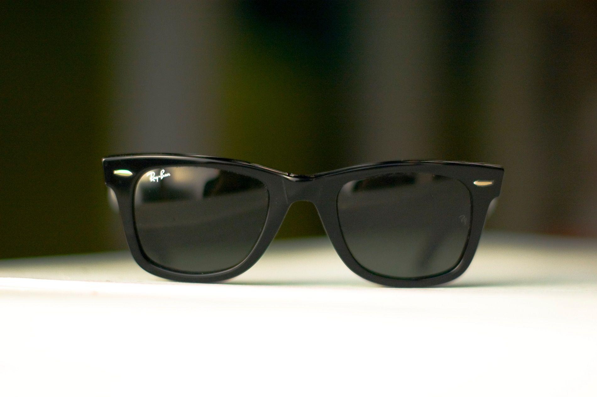 Come pulire gli occhiali da sole e da vista