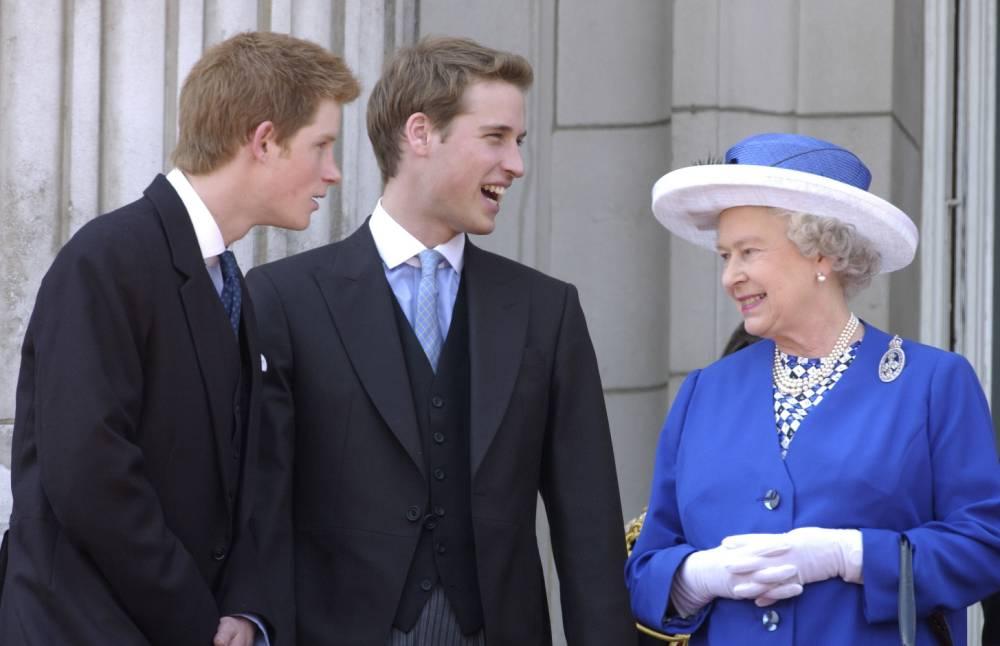 La Regina con i nipoti William e Harry