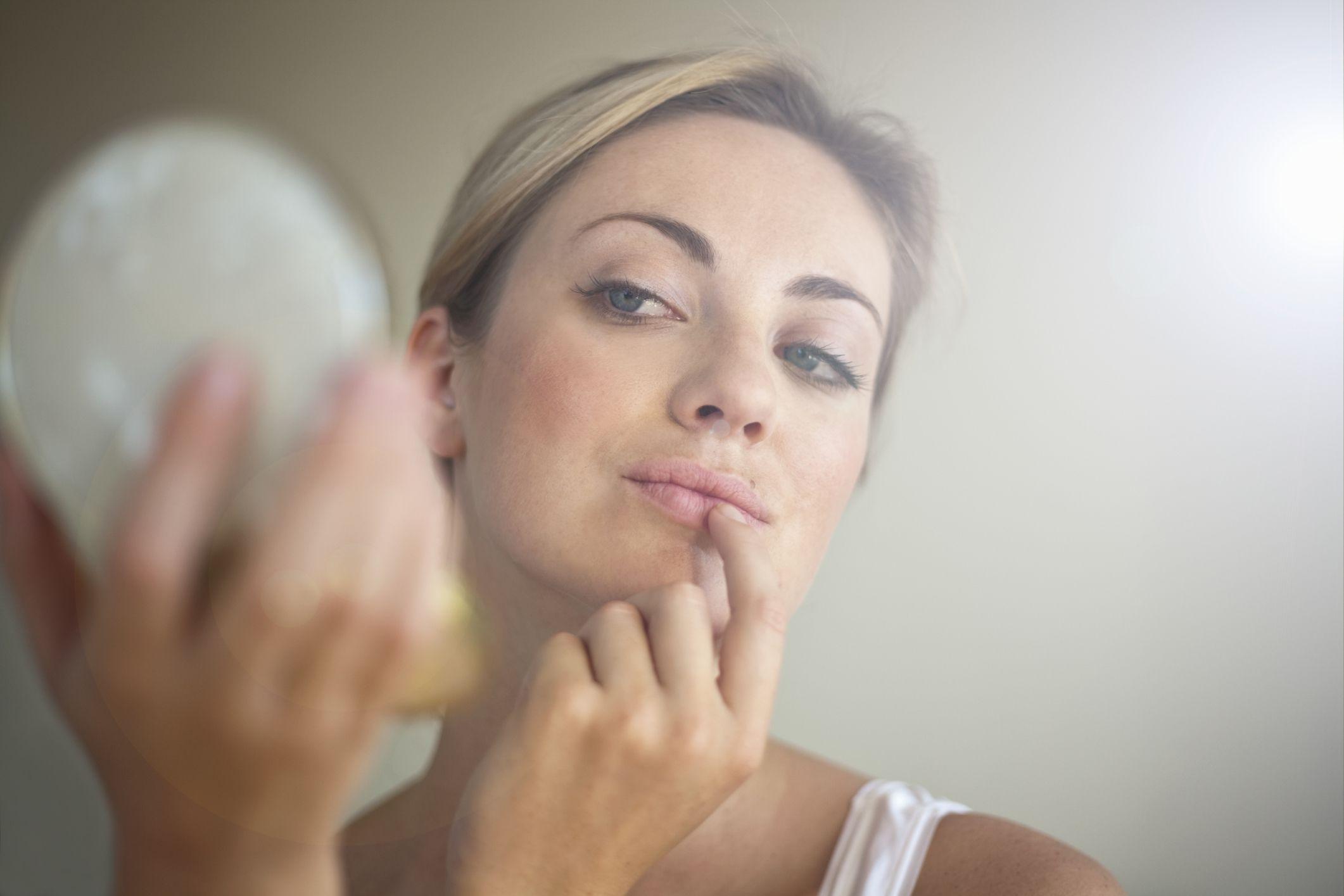 skin-damage-wearing-makeup-to-the-gym