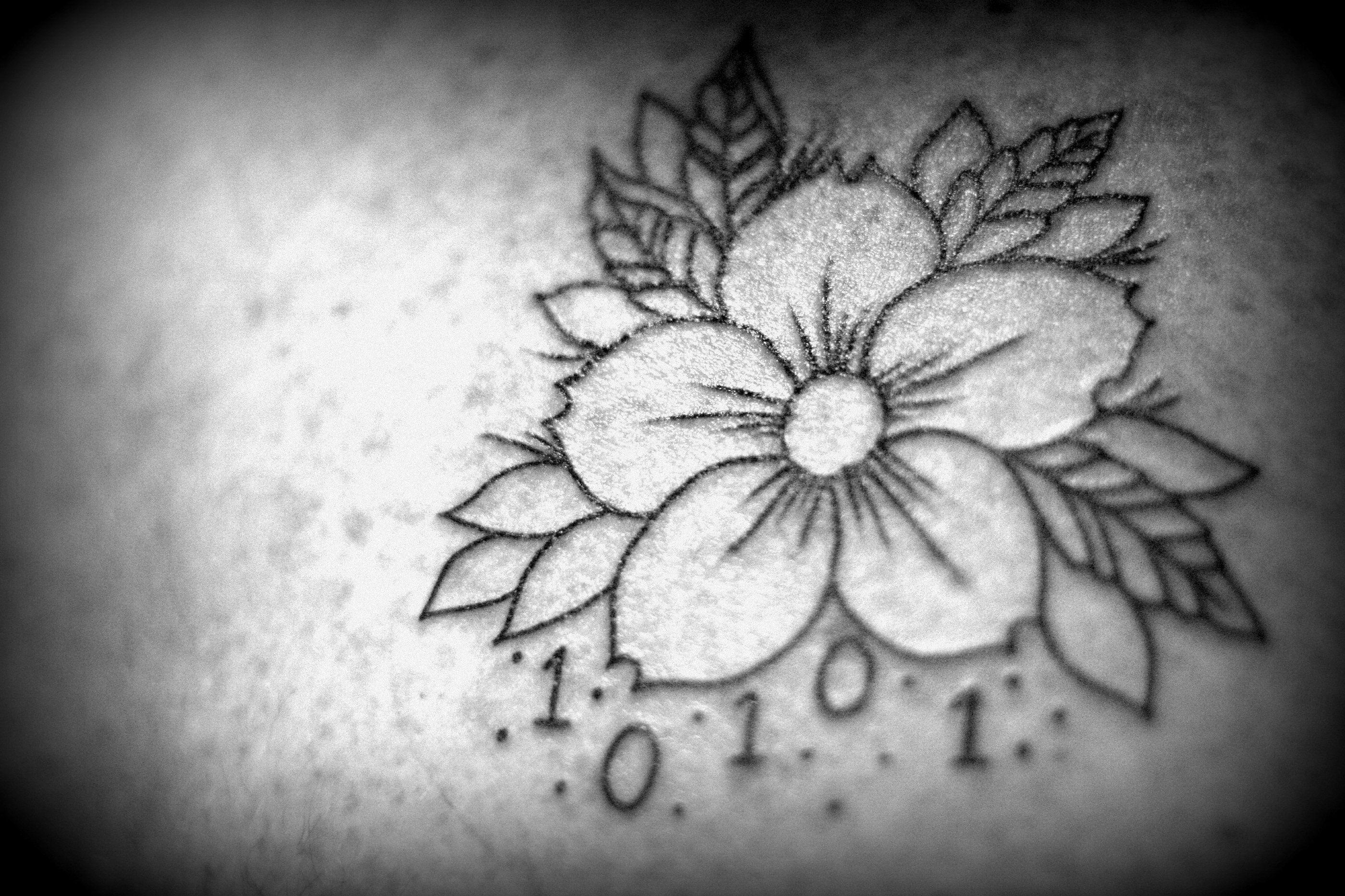 tatuaggi-fiori-bianco-nero