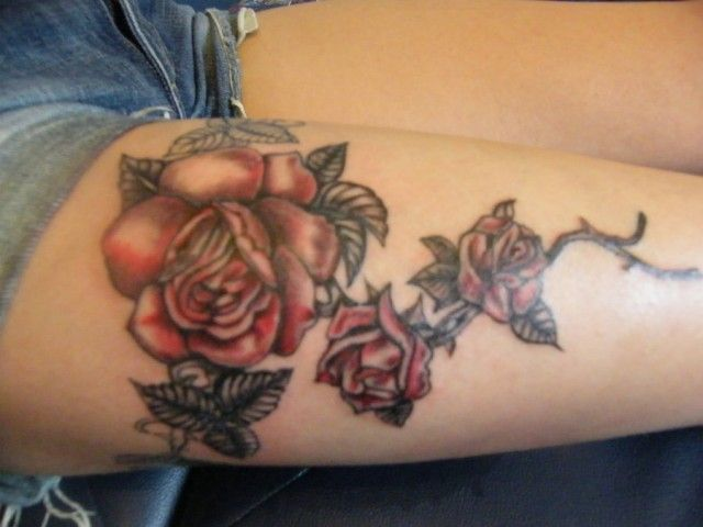 Tatuaggio con fiori