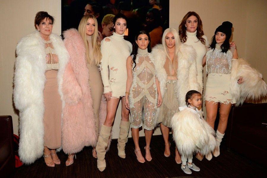 Il clan Kardashan - Jenner alla presentazione della collezione Yeezy
