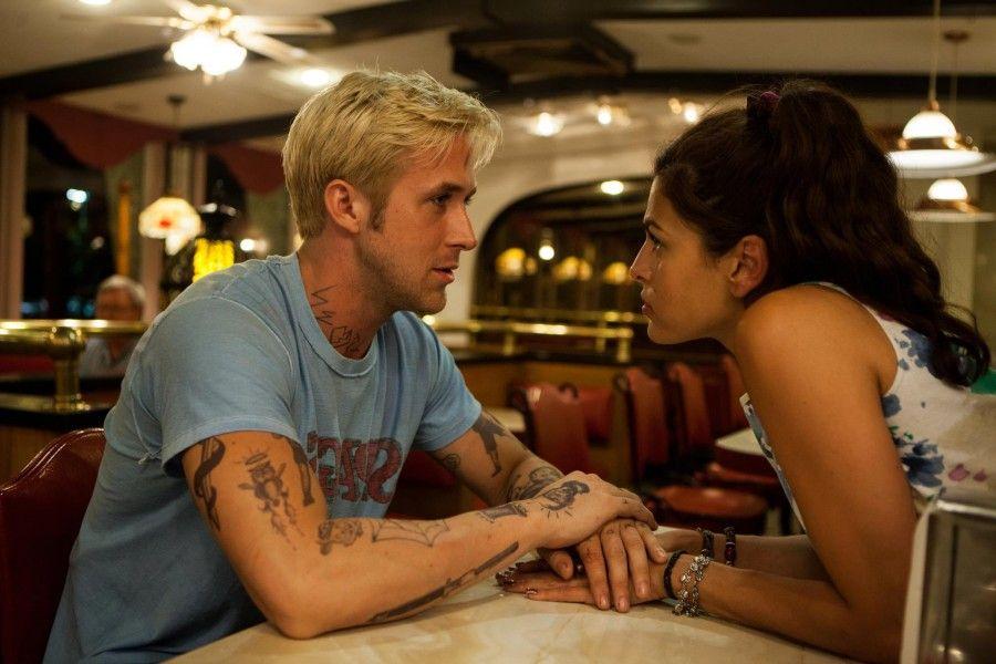 Ryan Gosling ed Eva Mendes in Come un tuono