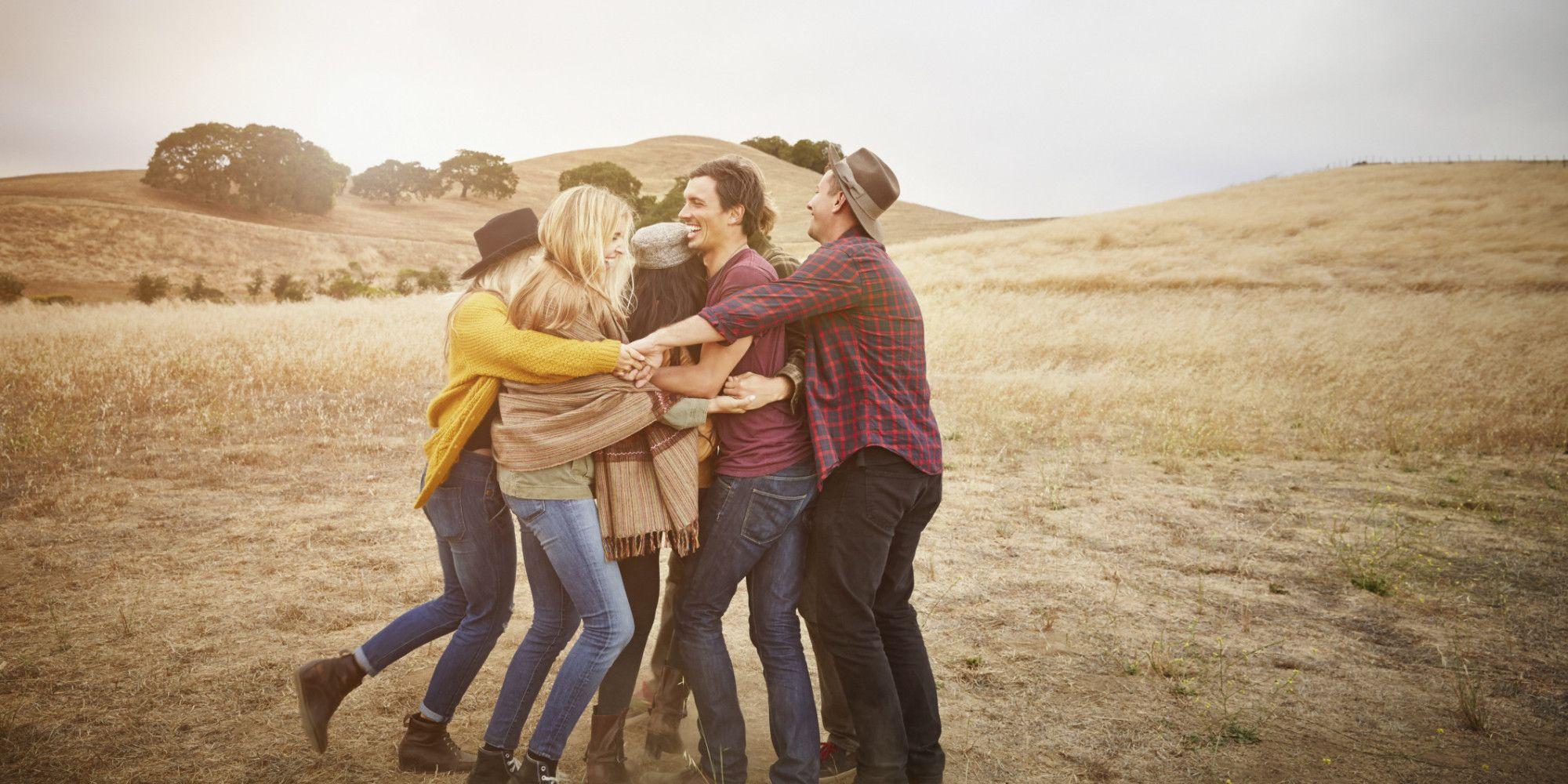 Abbracciarsi fa bene alla salute: ecco 7 benefici