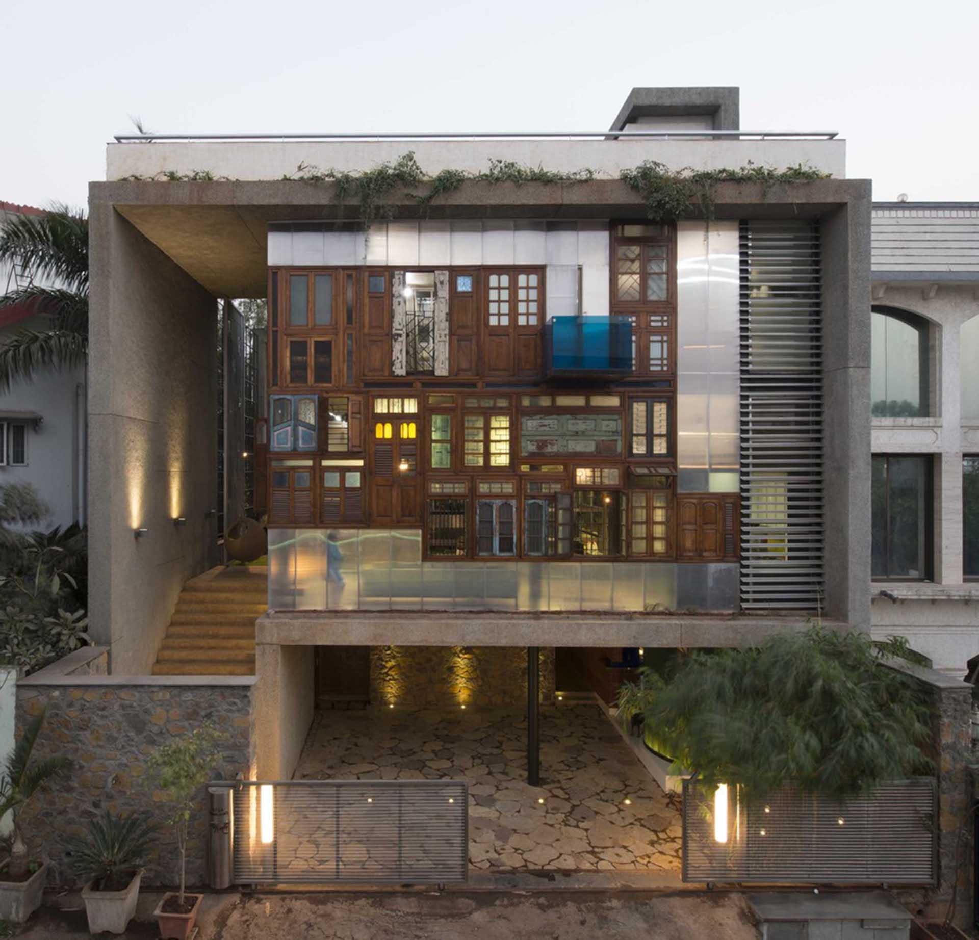 A Mumbai la casa fatta completamente di materiali riciclati