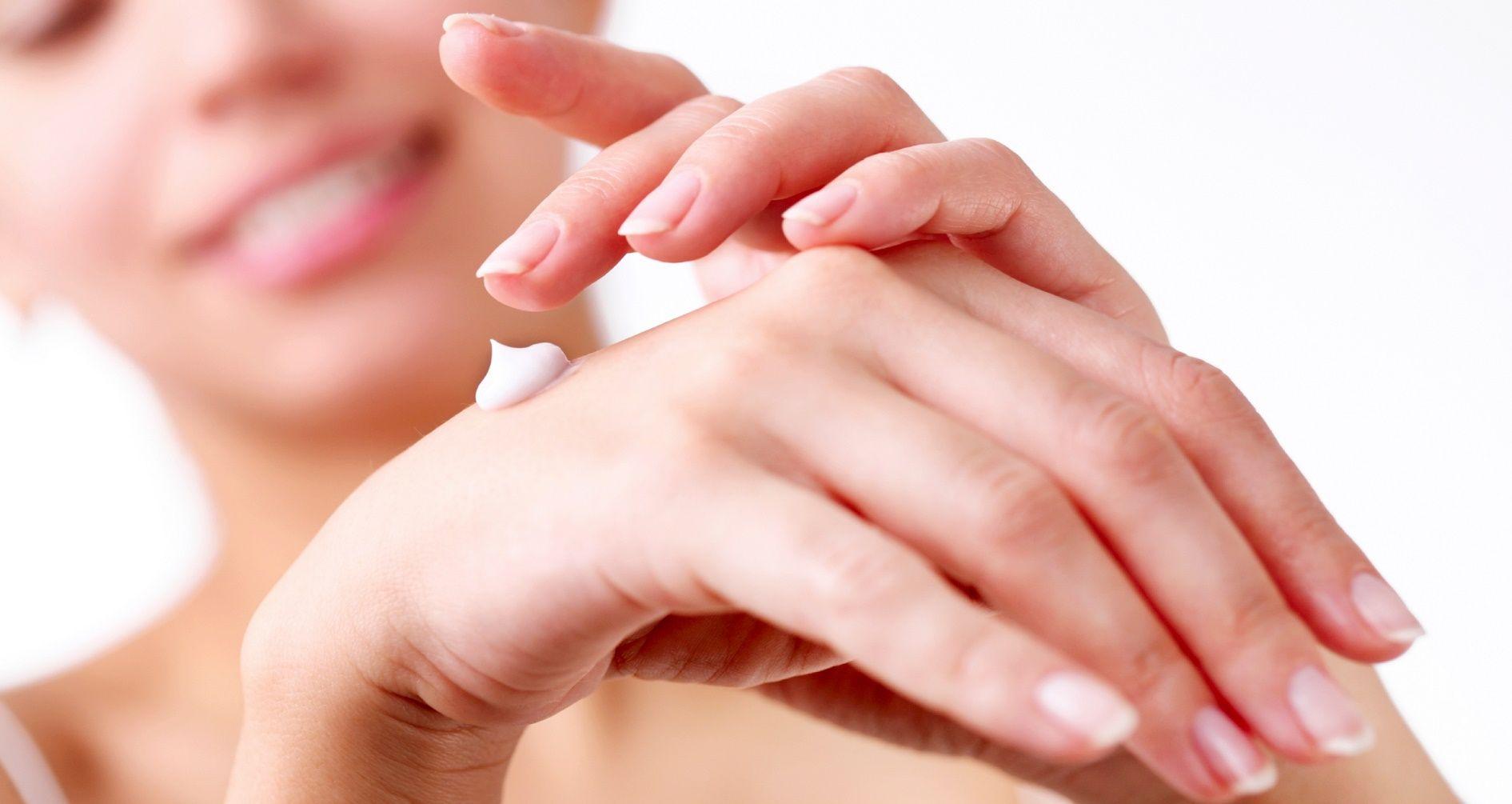 3 ricette per preparare una crema per le mani fai da te