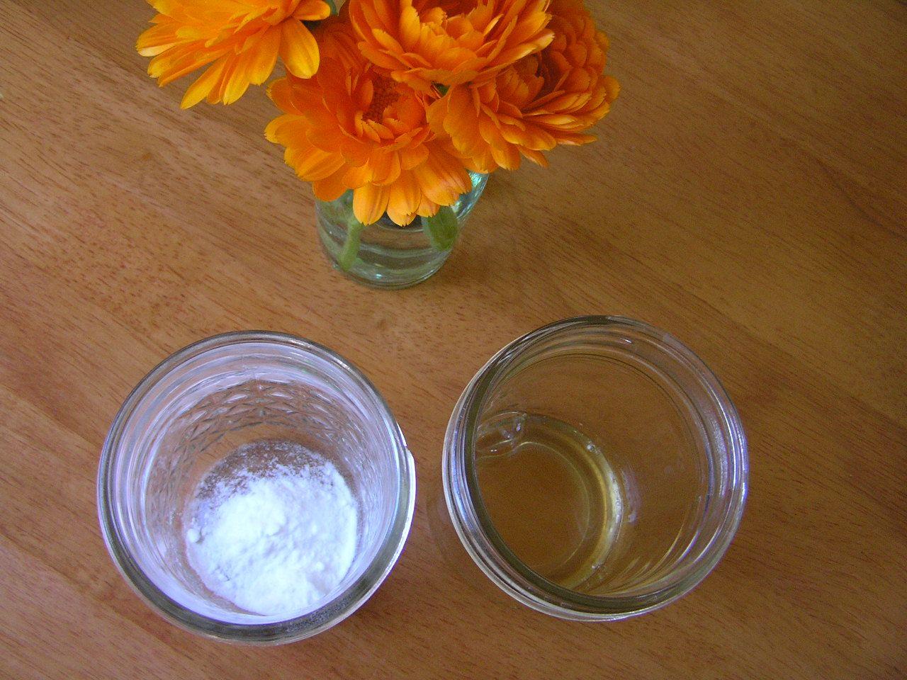 Shampoo all'aceto e al bicarbonato
