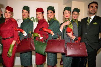 Alberta Ferretti disegna le nuove divise Alitalia