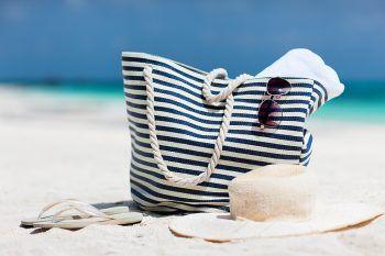 Cosa non può mancare nella tua borsa da spiaggia