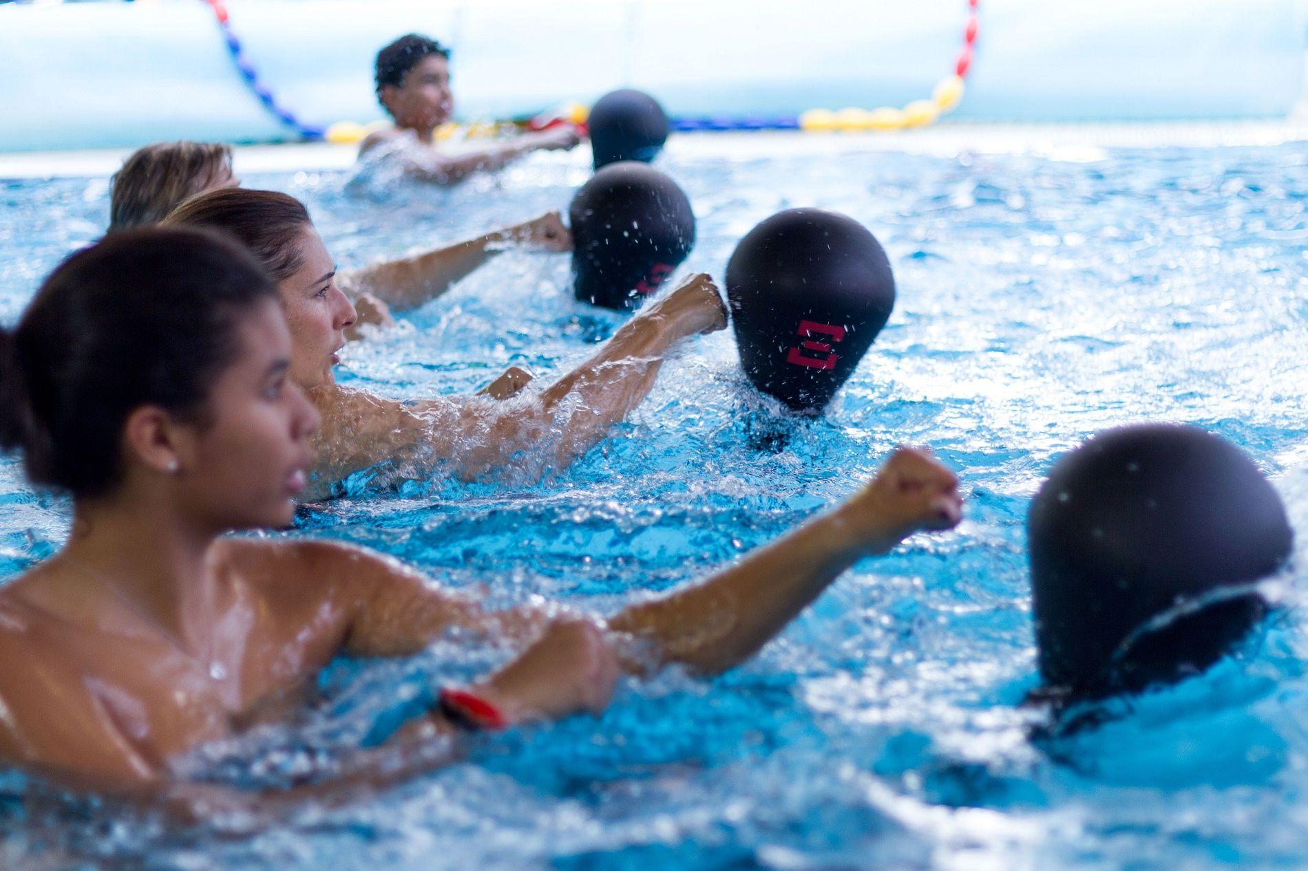 Per allenarsi e perdere peso la nuova tendenza della boxe in acqua