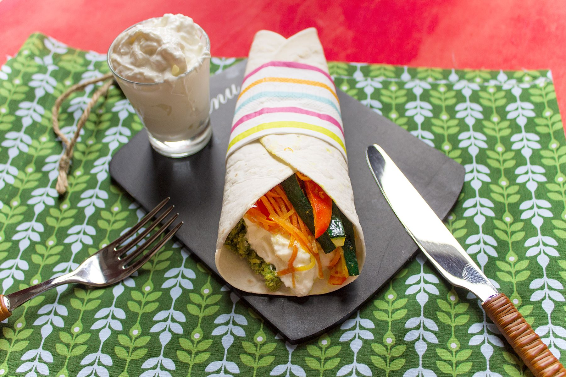 Burrito alle verdure, crema di zucchine e stracciatella di bufala
