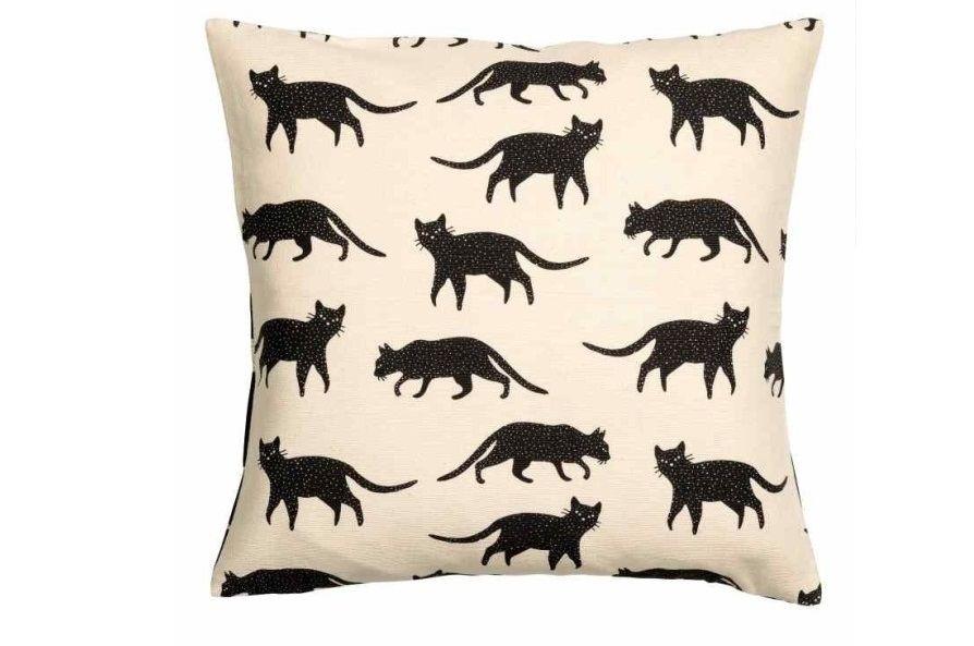 gatti-neri-cuscino