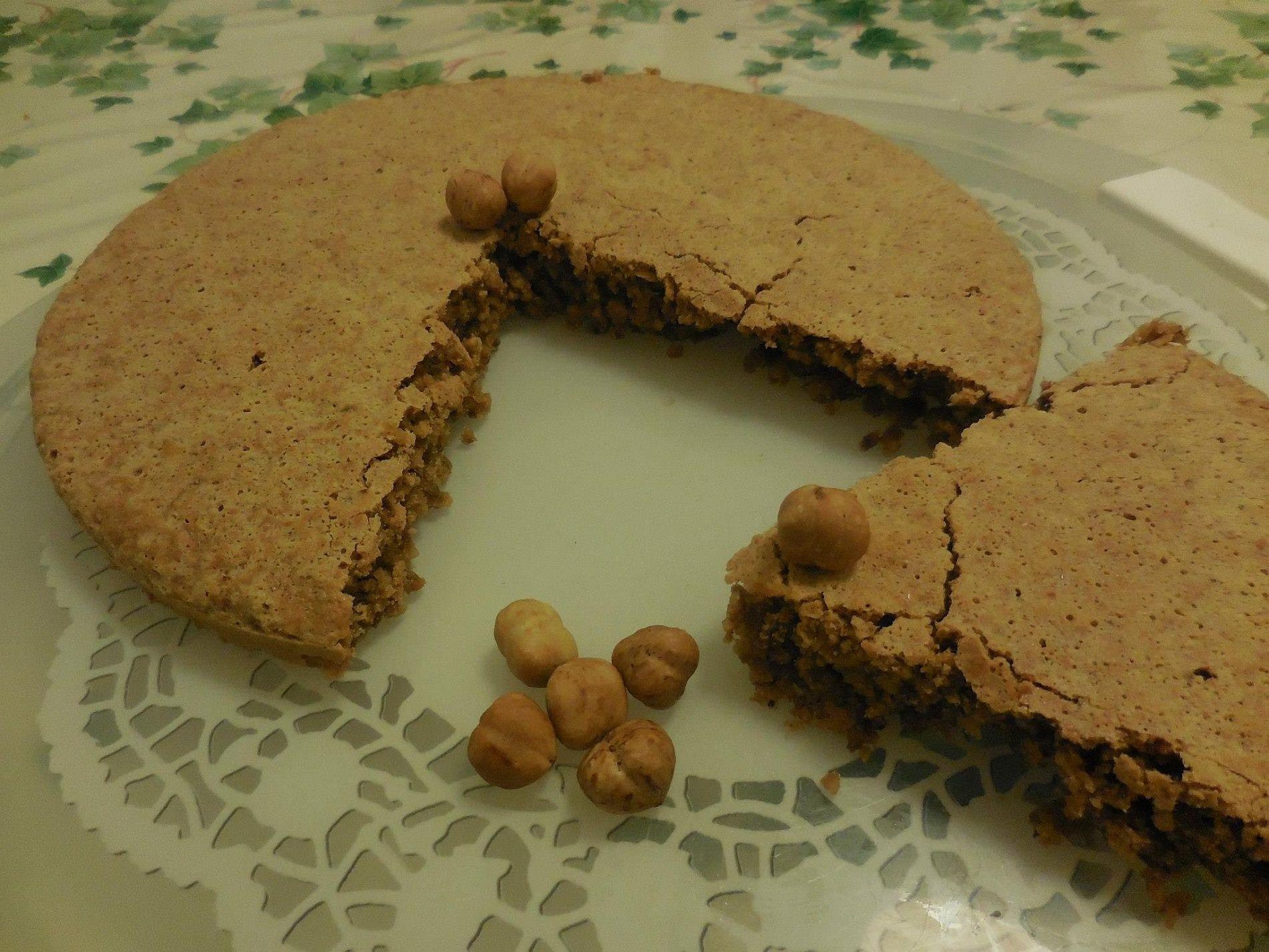 La ricetta della torta di nocciole con solo 3 ingredienti