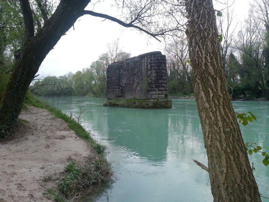 Pilone del ponte della ferrovia Treviso-Ostiglia
