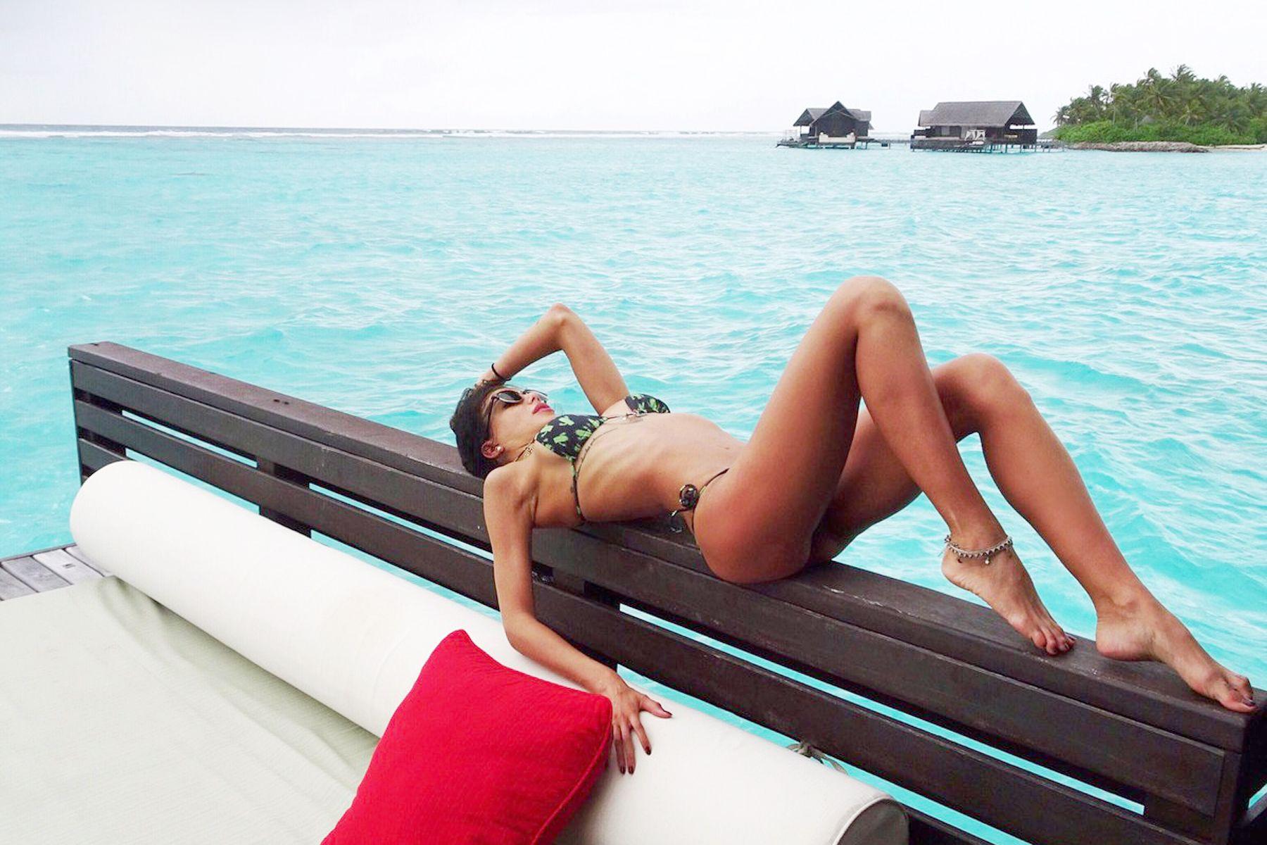 bikini blogger