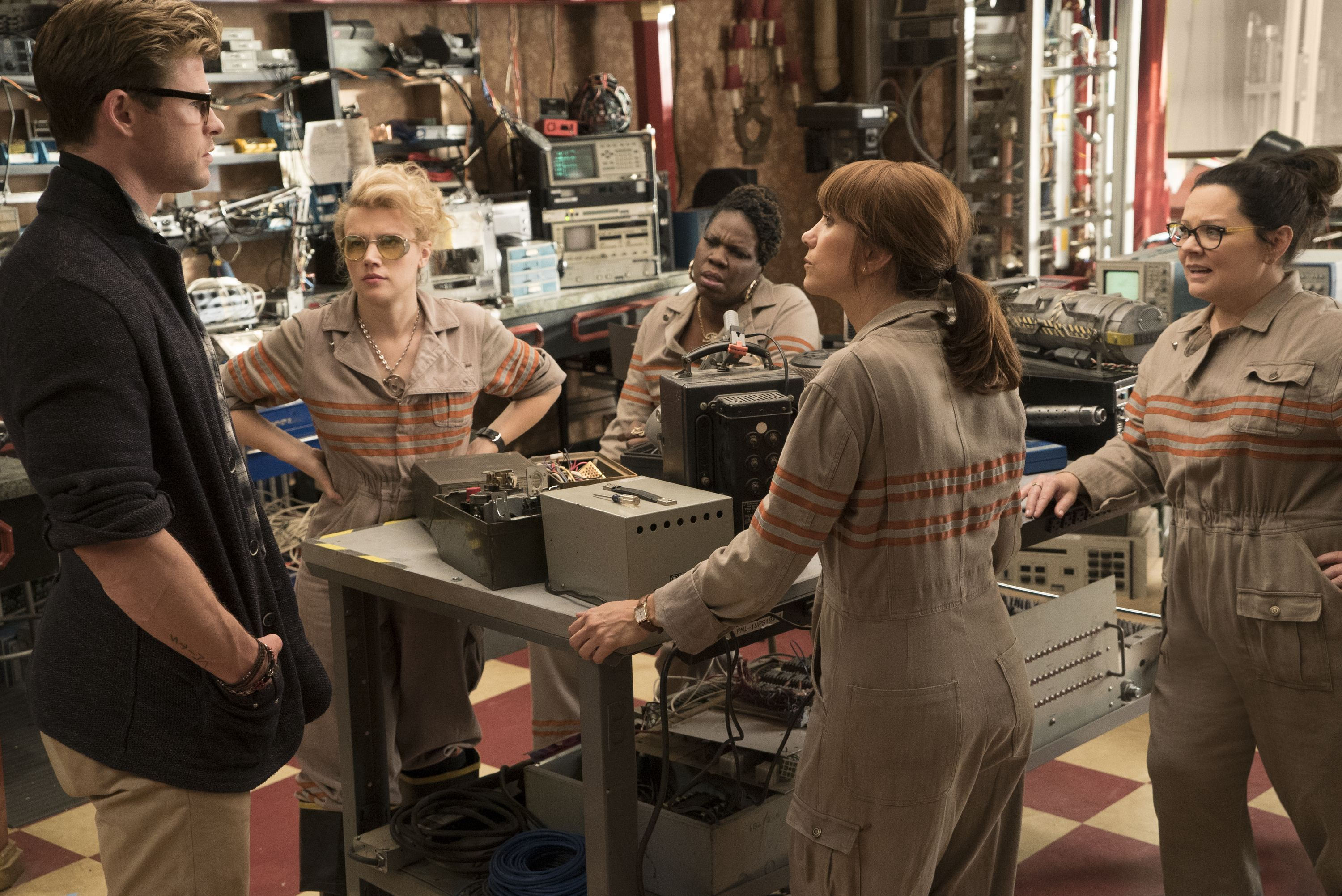 The Ghostbusters Holtzmann (Kate McKinnon), Patty (Leslie Jones), Erin (Kristen Wiig), Abby (Melissa McCarthy) with their receptionist Kevin (Chris Hemsworth) in Columbia Pictures' GHOSTBUSTERS.