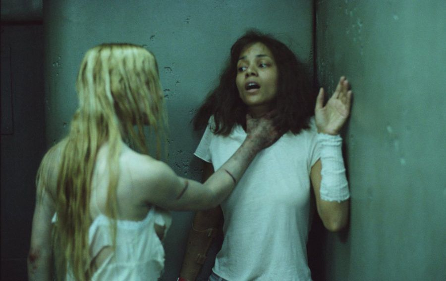 Halle Berry nel film Gothika