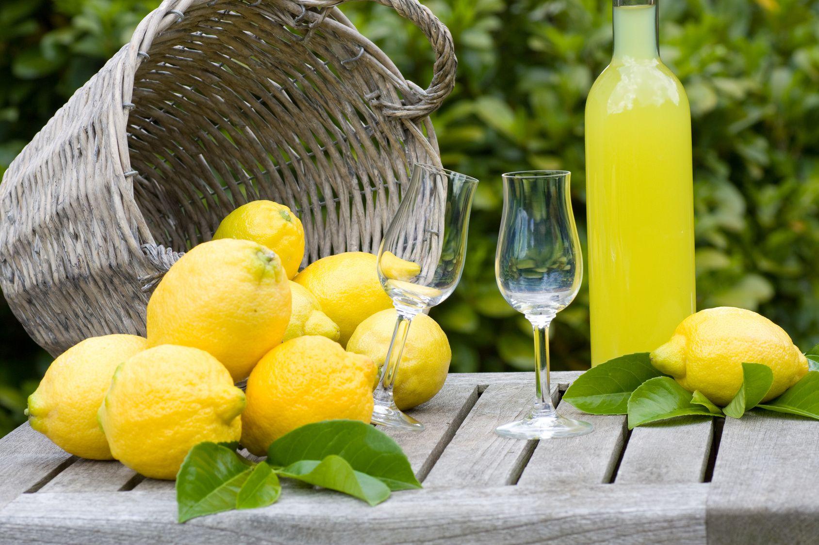 Come fare il limoncello in casa: ricetta