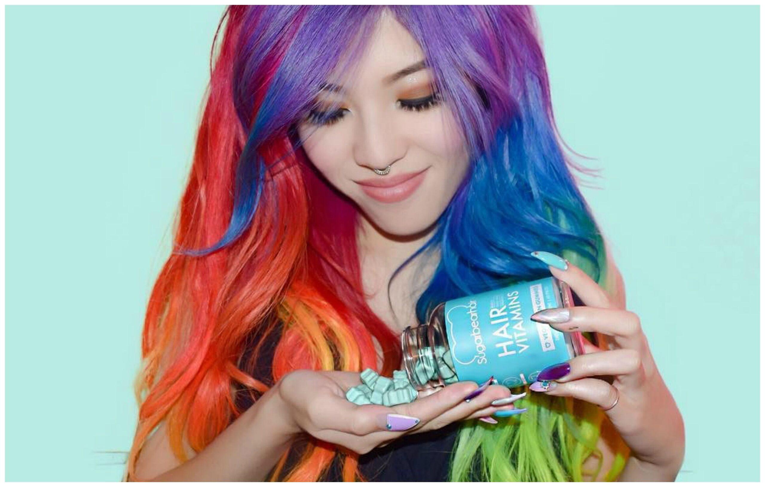 8 acconciature da provare se avete i capelli arcobaleno