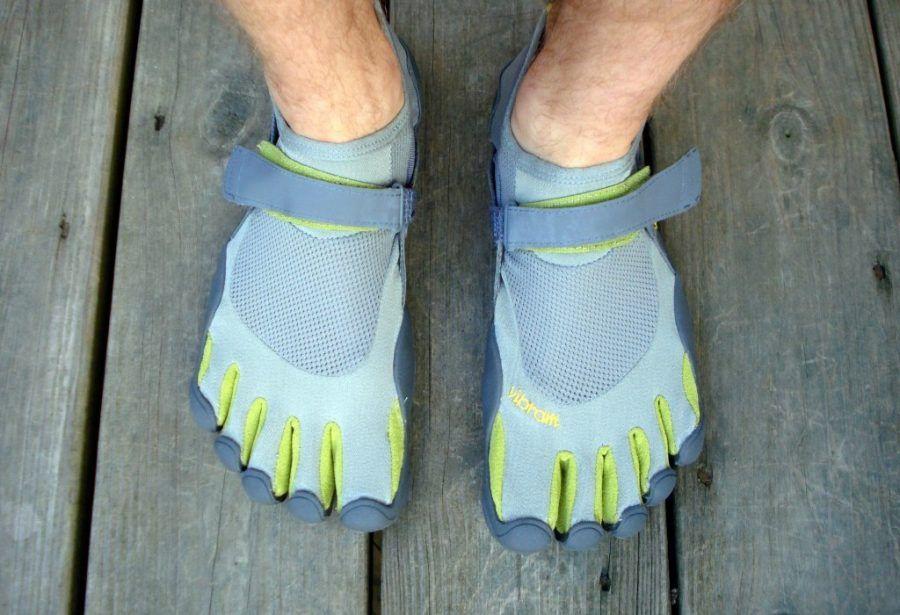 uomini-palestra-scarpe-dita