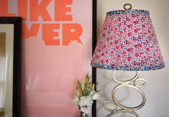 Come creare delle lampade con stoffe floreali