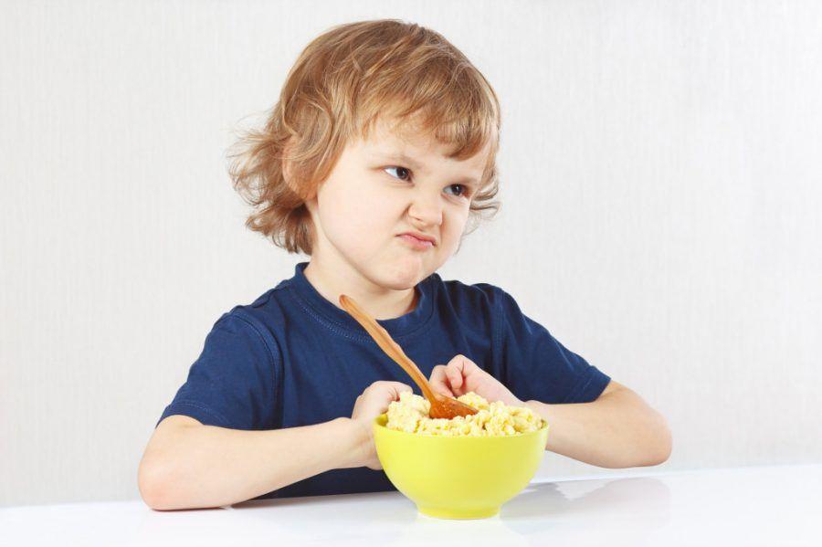 Bambino che non vuol mangiare