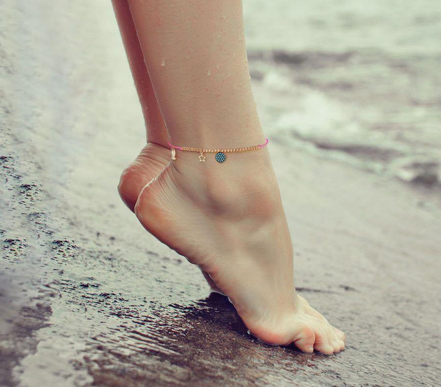Cavigliera con mini ciondoli