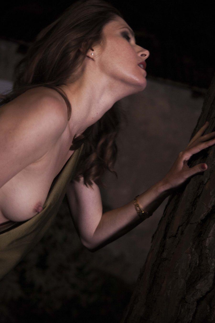 Janina Ridenska in una scena del film Queen Kong