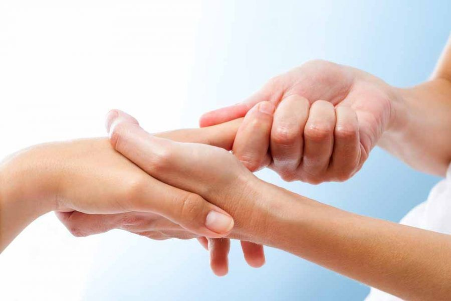 Massaggio alle mani