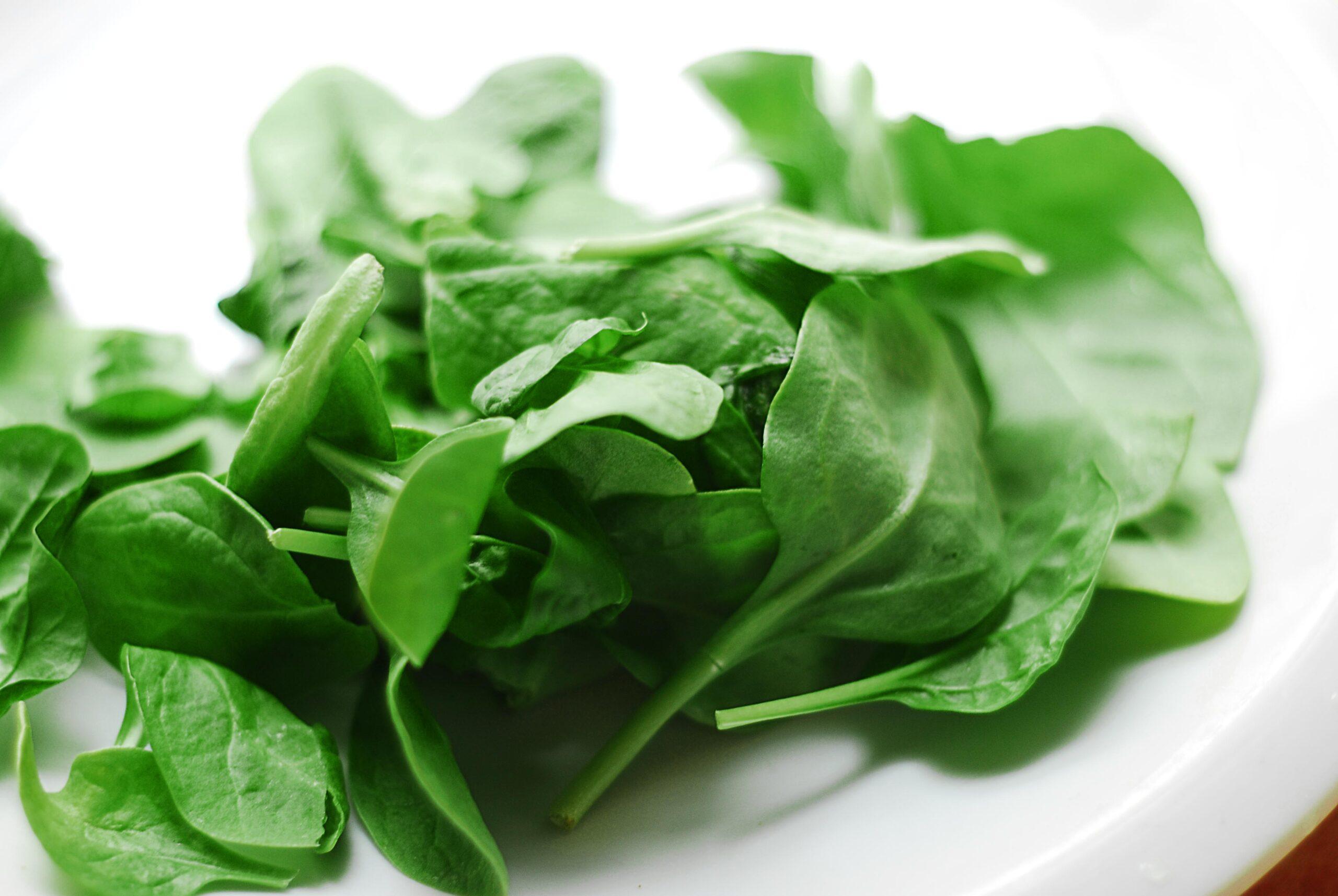 Come cuocere gli spinaci in 8 minuti al microonde