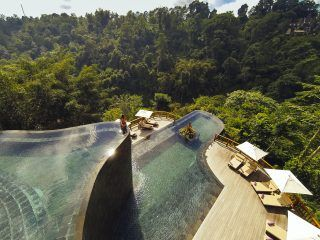 The-worlds-best-swimming-pool-at-Hanging-Gardens-Ubud-Bali-Indonesia