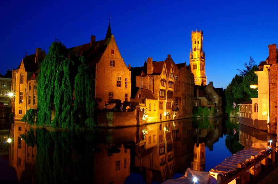 bruges tour guidato sui canali di notte