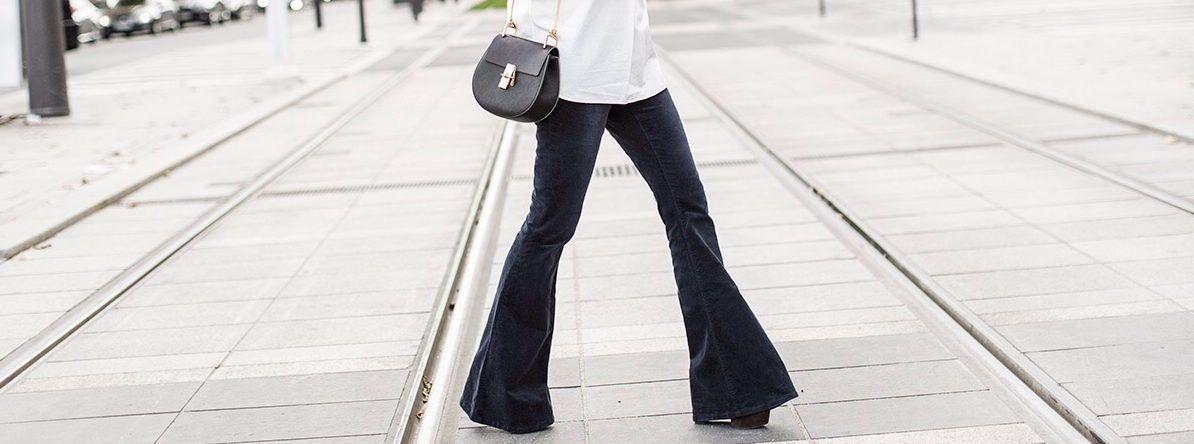 Come trasformare vecchi jeans in pantaloni a zampa d'elefante