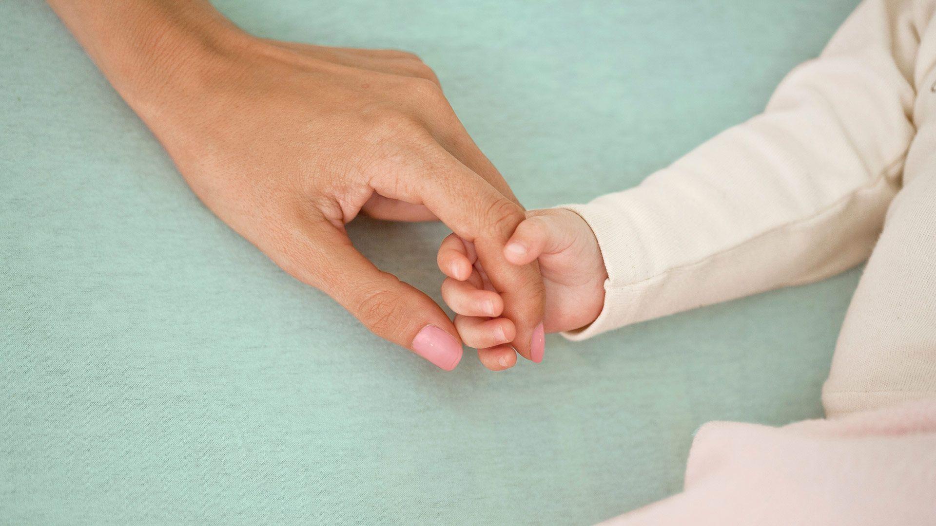 Come rimuovere le macchie dell'età dalle mani con un rimedio naturale