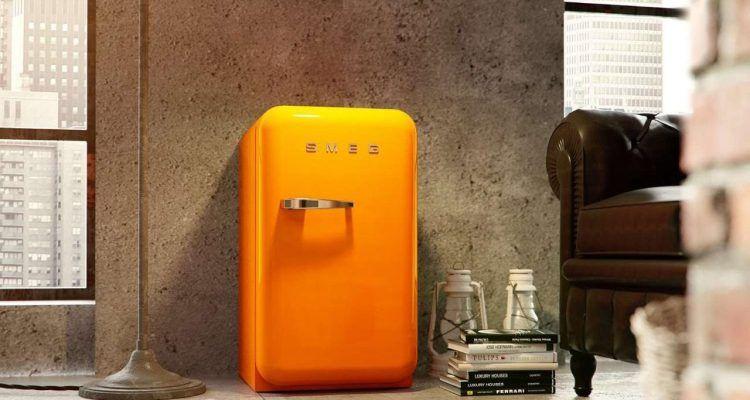 Il frigorifero smeg un 39 icona senza tempo bigodino for Frigo smeg nero