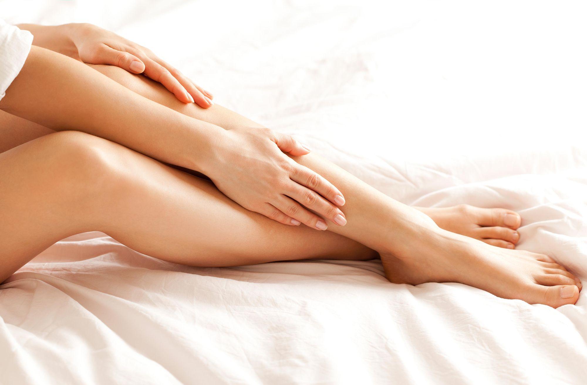 Come schiarire naturalmente i peli di gambe e ascelle